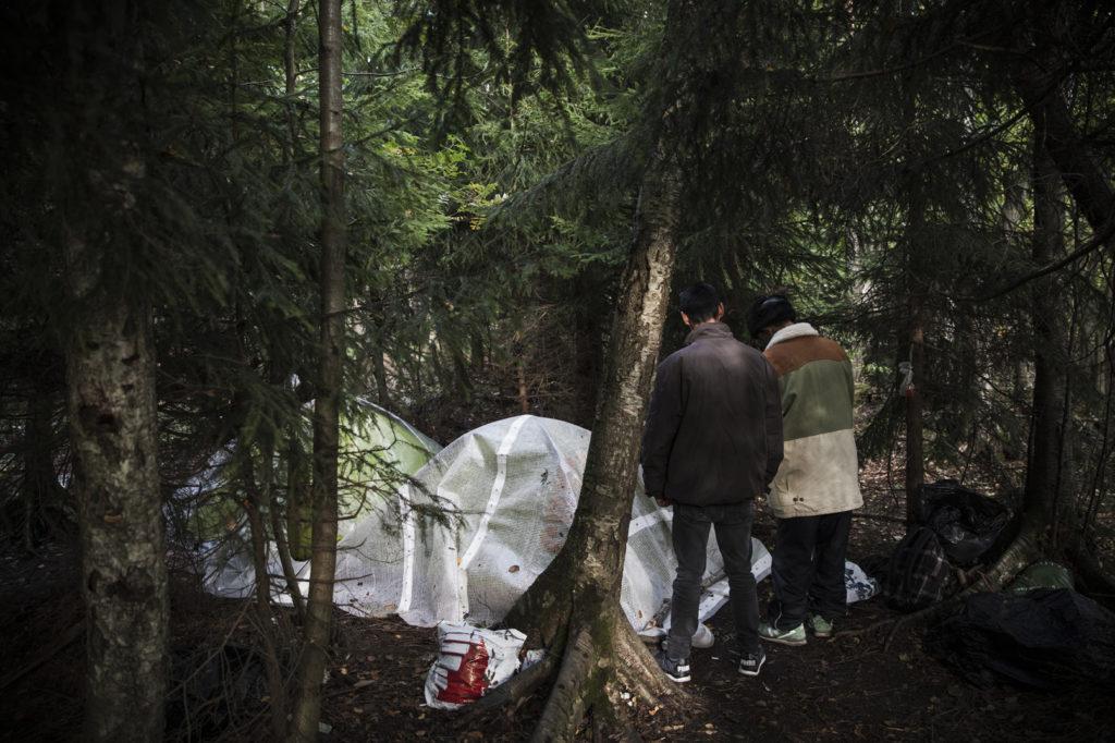 Itä-Euroopan liikkuvaa väestöä majoittuu helsinkiläisessä metsässä.